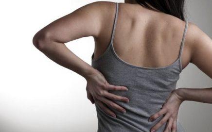 DORES NAS COSTAS 436x272 - 5 mitos e verdades sobre as dores nas costas