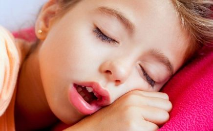 seu filho respira pela boca 436x270 - Seu filho respira com a boca aberta?