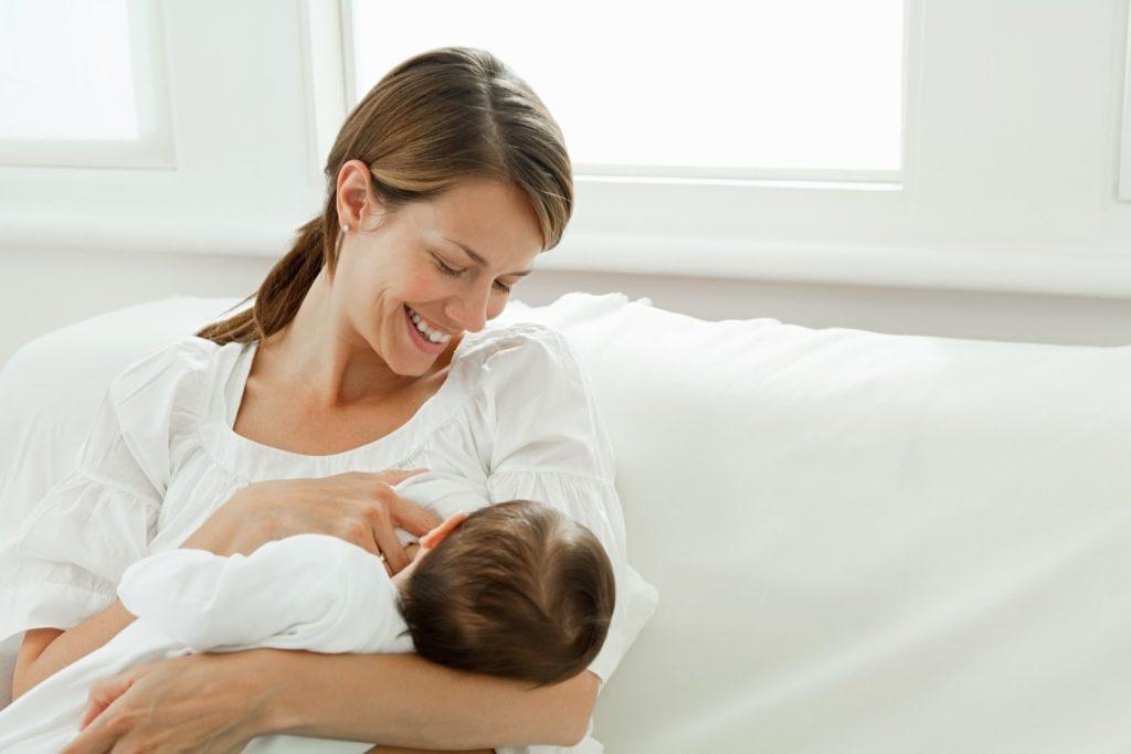 Benefícios da amamentação para a mãe 1024x683 - Aleitamento materno em meio Covid-19