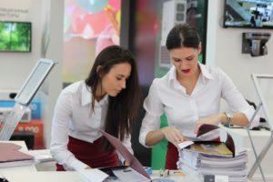 exhibition 2865698 1920 300x200 - O bom relacionamento no ambiente de trabalho. Como anda o seu?