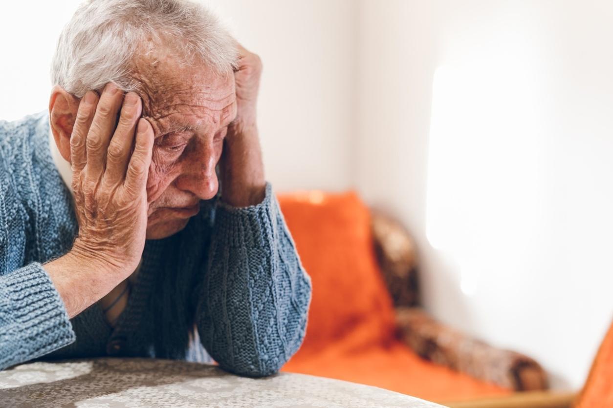 velho triste idoso triste 1584812874214 v2 1254x836 - Dicas para idosos em tempos de isolamento social